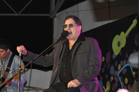 """Zalo Reyes pone broche de oro al Festival """"Canta Antena Canta"""""""