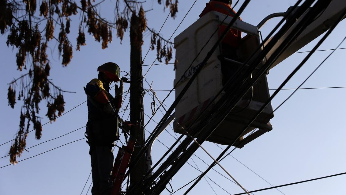 Alcaldes concuerdan en posibilidad de cambiar servicio de distribuidora de electricidad