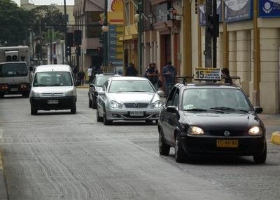 Coquimbo: Formalizan investigaciones por asaltos contra conductores de taxis colectivos