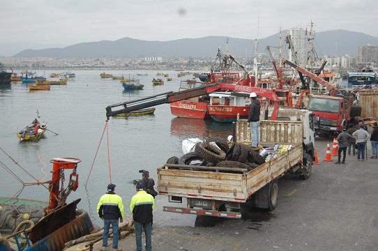 Más de 30 toneladas de basura se sacaron desde el fondo marino de Coquimbo