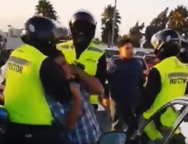 (VIDEO) Denuncian agresión de inspectores municipales a ambulantes en Mall Puerta del Mar
