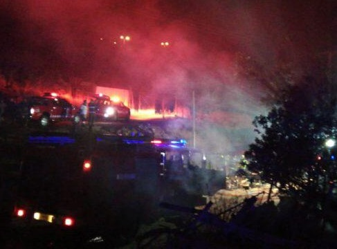Incendio en parcela de sector La Cantera deja una persona lesionada y vivienda destruida.