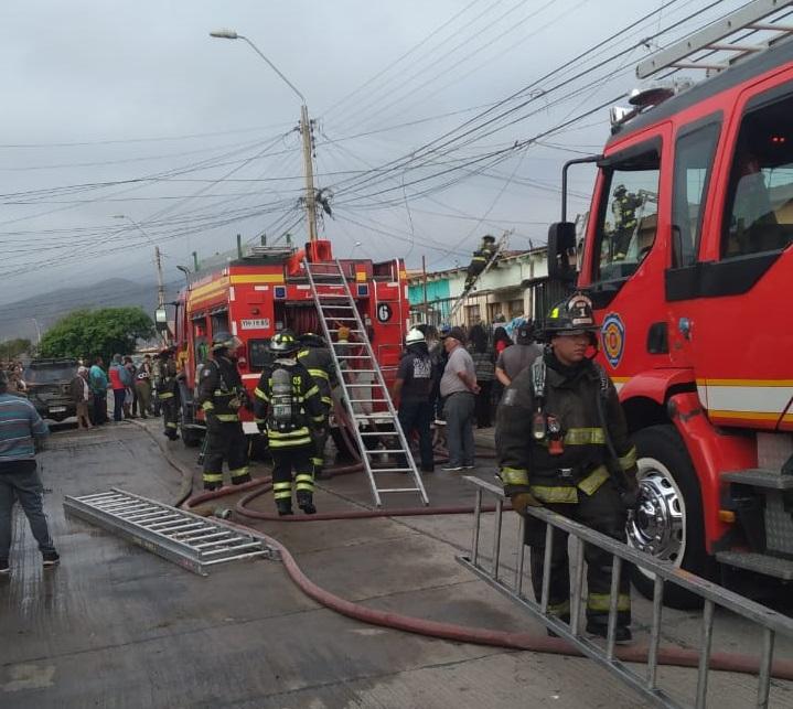 Incendio destruye dos viviendas en sector La Antena de la comuna de La Serena
