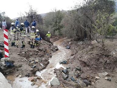 (AHORA) Intensa búsqueda de mujer perdida luego de caer en su vehículo a quebrada en Pichidangui