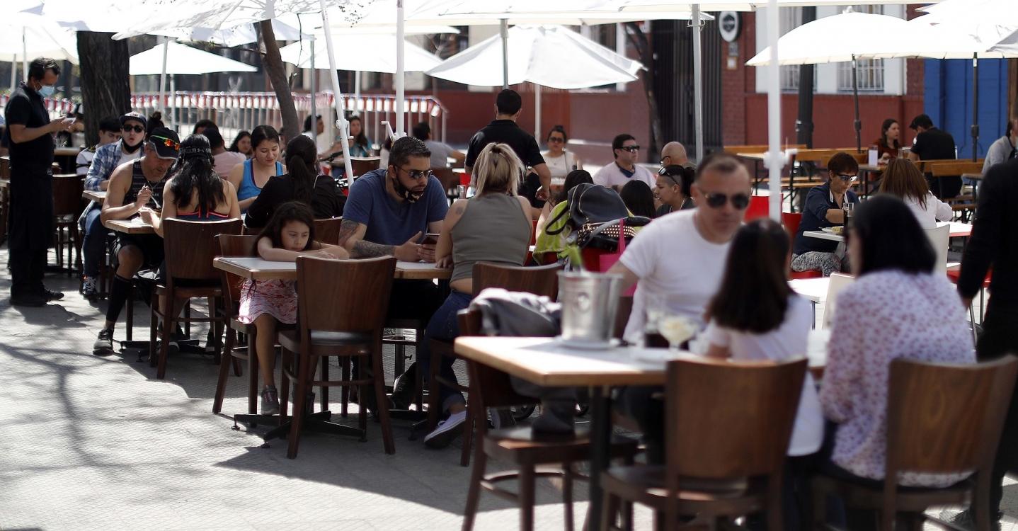 Estudio revela que personas se contagian por Covid-19 en restaurantes más rápido y lejos de lo que se cree