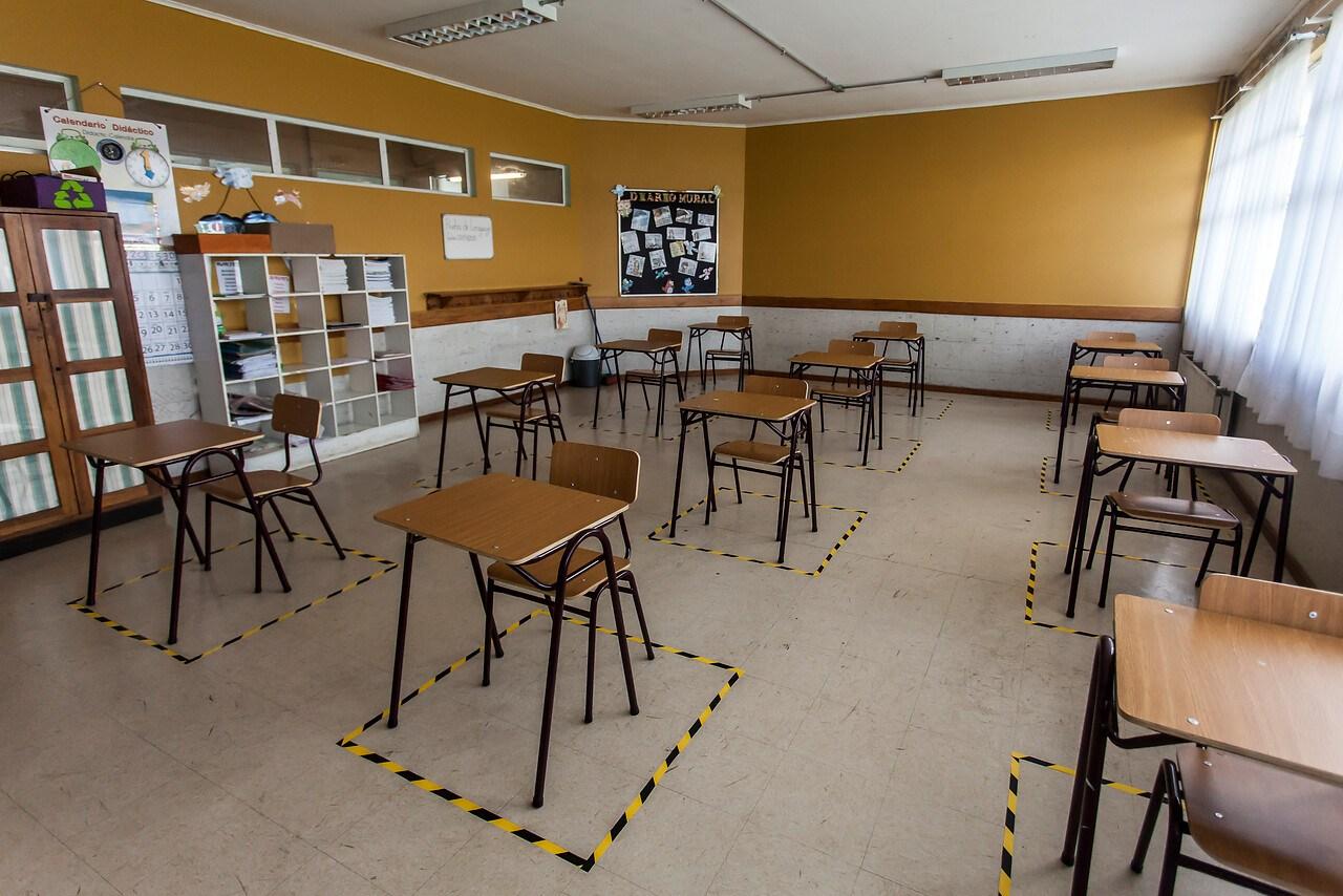 """Directora de Educación Pública: """"Los colegios cumplen con las condiciones sanitarias para abrir en Fase 2""""."""