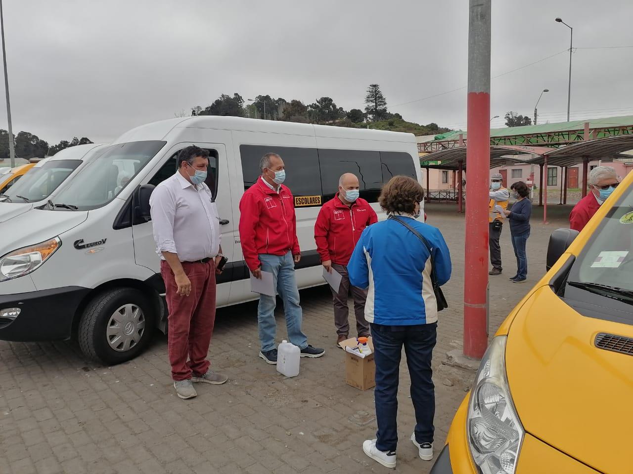 Se inicia el proceso de sanitización a los furgones de transporte escolar