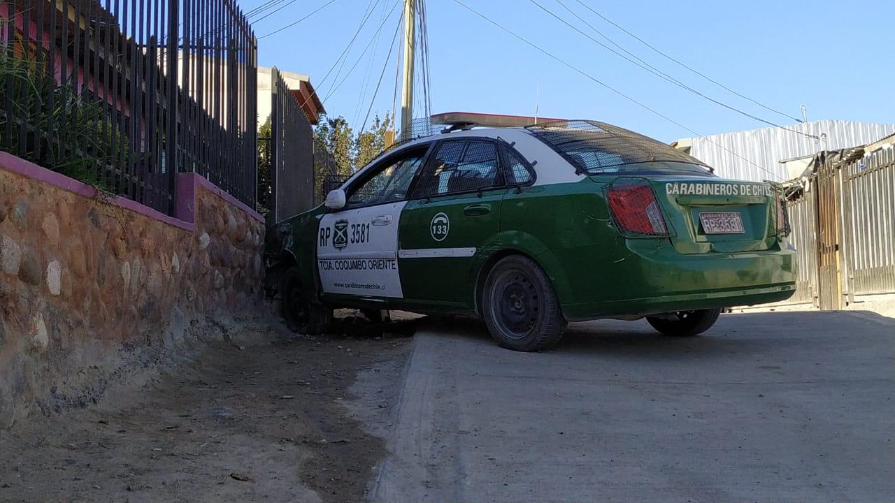En Coquimbo un sujeto escapó de carabineros a bordo de un radiopatrulla que terminó chocando