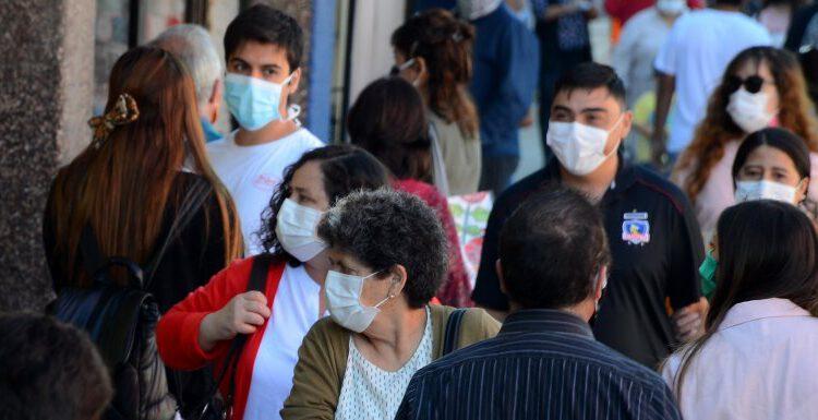 """Epidemióloga ULS Paola Salas: """"Es un desconfinamiento que podría haber tenido mayor evidencia científica para avanzar de fase""""."""