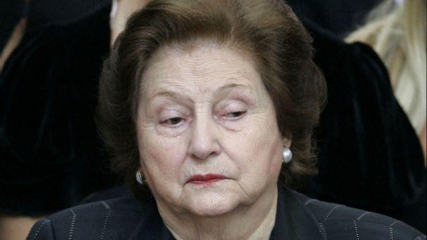 Viuda de Pinochet, Lucía Hiriart, fue internada en el Hospital Militar