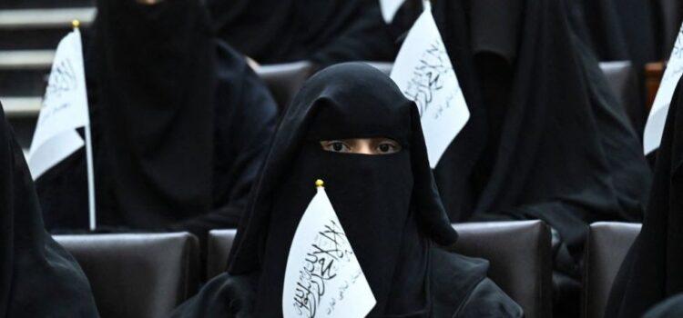 El Talibán anuncia nuevas reglas para las mujeres estudiantes en Afganistán