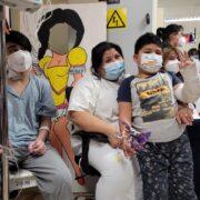 Sorprenden a niñas y niños hospitalizados con colorida celebración de Fiestas Patrias