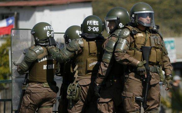 """Gobierno busca eximir a policías de responsabilidad penal cuando exista """"uso racional de la fuerza"""""""