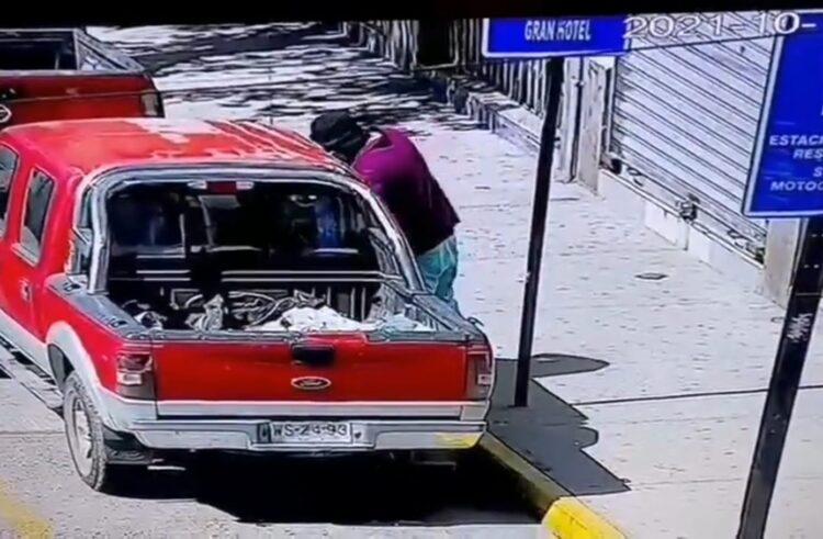 (Vídeo) Detienen a sujeto con amplio prontuario que intentaba abrir un auto en Ovalle
